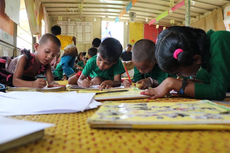Førskoleelever på en «flytende skole» i Mymensingh, nord-øst for hovedstaden Dhaka i Bangladesh.