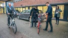 Elsykler på deling får unge i arbeid