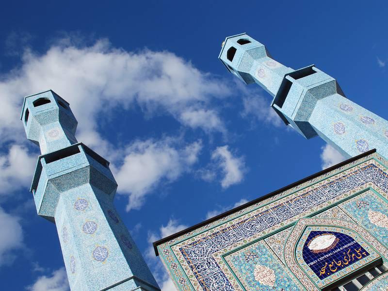 Moské i Oslo: Skepsisen til muslimske trossamfunn var størst i 1995. Da var World Islamic Mission på Grønland i Oslo ferdig bygd, og skapte stor debatt rundt bønnerop og støyforskrifter.