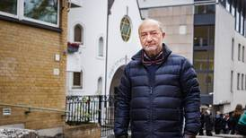 Nynazister aksjonerte utenfor synagoge under jødisk høytid: – Veldig ubehagelig, sier forstander
