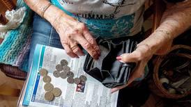 Fattige i Noreg: Eldre har ikkje råd til nye klede