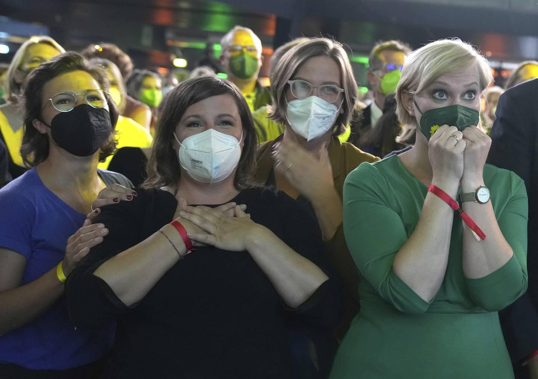 De grønne endte på 14,8 prosent, partiets beste resultat noensinne. Sammen med liberale FDP blir de helt sentrale i dannelsen av Tysklands neste regjering. Foto: Kay Nietfeld / DPA via AP / NTB