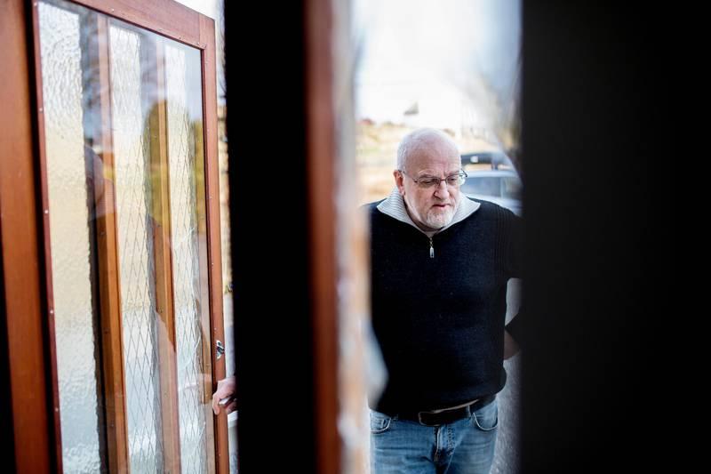 Frank Håvik og Nytt liv på Fitjar har hatt asylsøkarar buande i bedehuset sitt i Øvrebygda på Fitjar. Politiet henta dei fredag morgon. Foto: MARIUS KNUTSEN