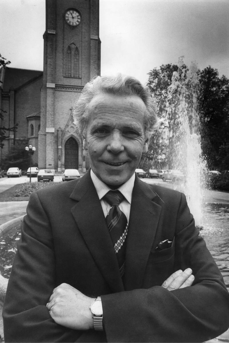Biskop Ole Nordhaug, foran Fredrikstad domkirke, 16.02.1984.