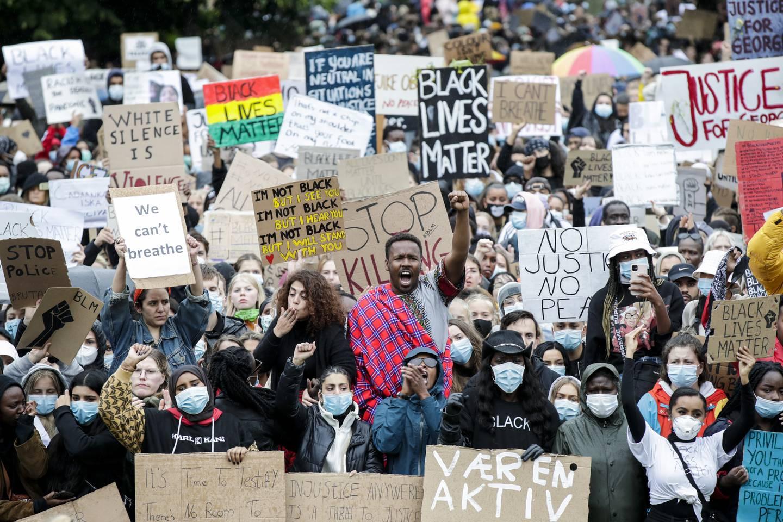 5. juni i fjor demonstrerte nordmenn mot rasisme og for rettferdighet for George Floyd foran Stortinget i Oslo.